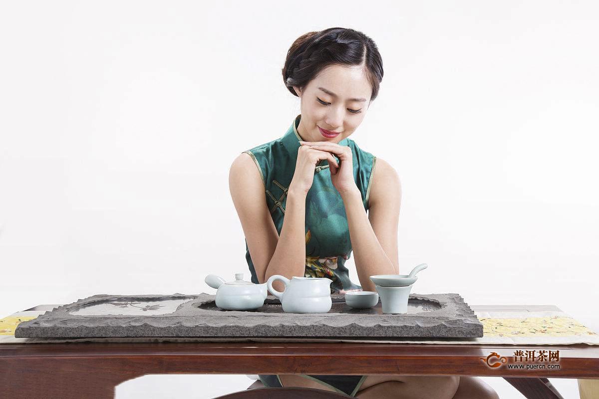 喝茶讲究四季有别,即:春饮花茶,夏饮绿茶,秋饮青茶,冬饮红茶