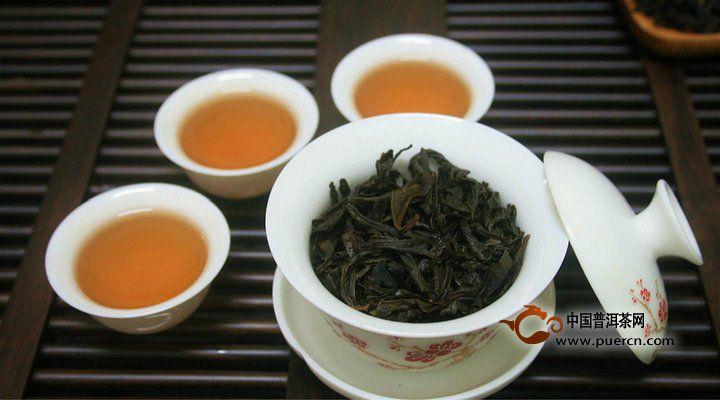 冬天喝茶还能预防疾病散风寒、温胃补阳。两者都有暖身作用,搭配在一起效果加倍