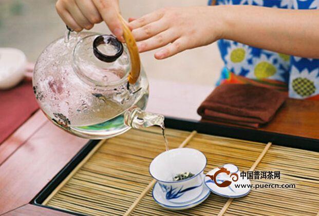 """茉莉花茶消春困。民间早有""""春宜饮花""""之说,春喝花茶,能缓解春"""