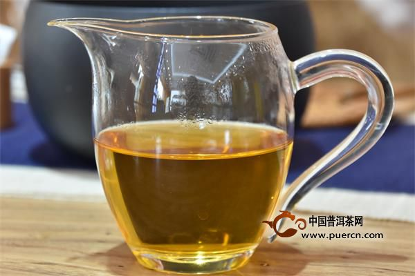 清热消暑,喝白茶 强烈的日照直射,往往带来持续的高温炎热