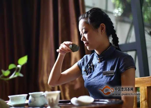 每天喝三两杯茶可起到防老的作用