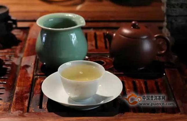 普洱茶在大类上分为生茶与熟茶,这两类茶在味上是有区别的